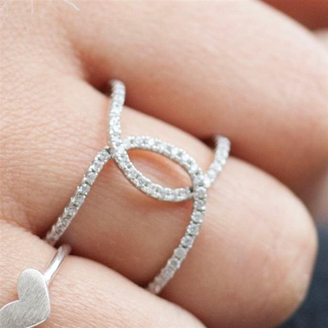 crystal anniversary kiss ring