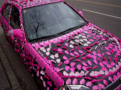 365 post it notes on the car for 1st anniversary