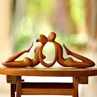 wooden sculpture the kiss